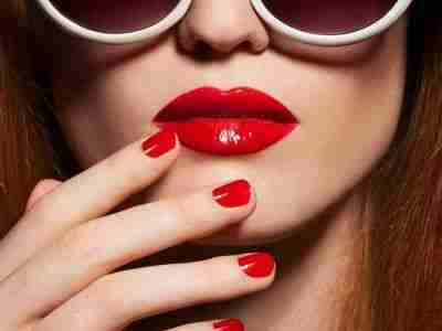 red-manicure-red-lips
