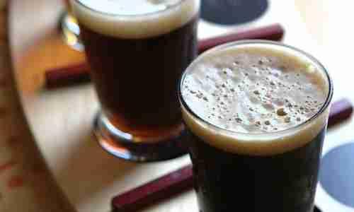 Temno pivo za navlažene in sijoče lase. Foto: gatty