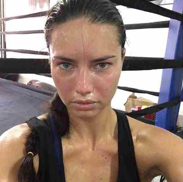Adriana Lima po športu.