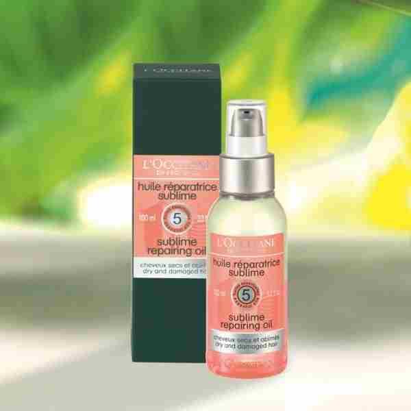 Dvofazno obnavljalno olje za suhe in poškodovane lase. Za 100 ml boš morala odšteti 26,40 €.