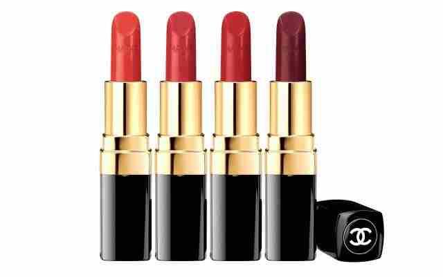 Zagotovo bo eden izmed petindvajsetih odtenkov Rouge Coco šminke kot nalašč zate. Za en izdelek boš morala odšteti cca. 34 €.