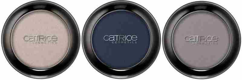 Retrospective iz CATRICE – Senčilo za oči Wet & Dry. Na voljo v C01 60's Sense, C02 Blue Flashback in C03 Nostalgic Grey. Cena cca. 4,29 €.