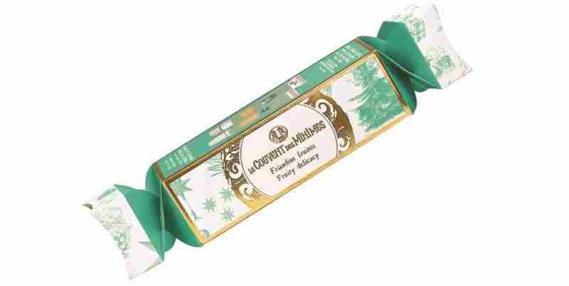Sadni božični bonbon. Cena 12,90 €. Sadni božični bonbon vsebuje Vlažilno kremo za roke Eau des Matines, 25 ml, Balzam za nasmejane ustnice Eau des Matines – Jabolko in hruška, 15 ml in vzorec Vrtnaričine kreme za roke.