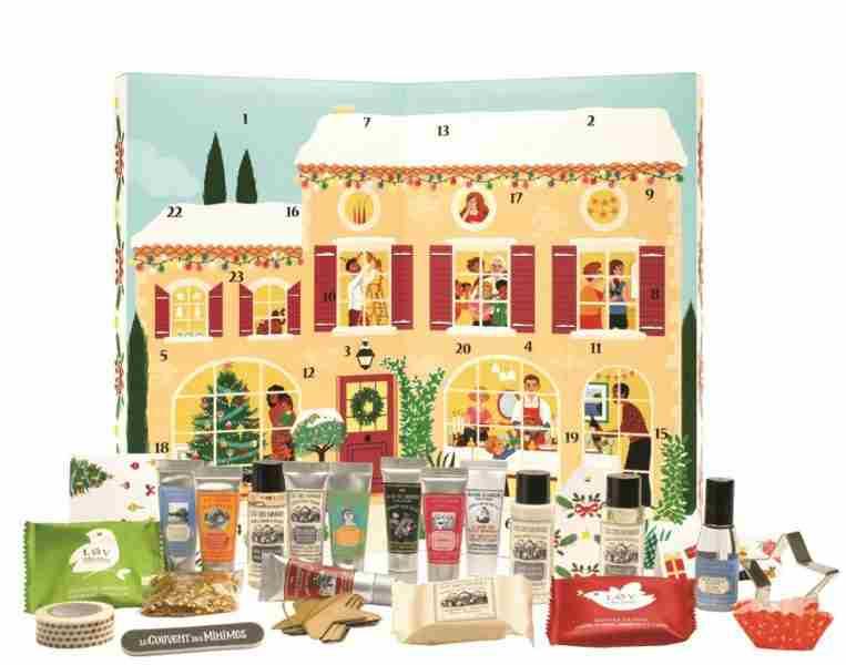 Adventni koledar Le Couvent des Minimes Adventni koledar. Cena 39,90 €. Le Couvent des Minimes vsebuje 24 dišavnih presenečenj za 24 dni zimskih radosti.