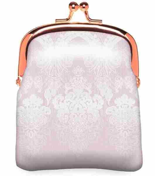 Victorian Poetry iz CATRICE – kozmetična torbica, cena cca. 4,29 €.